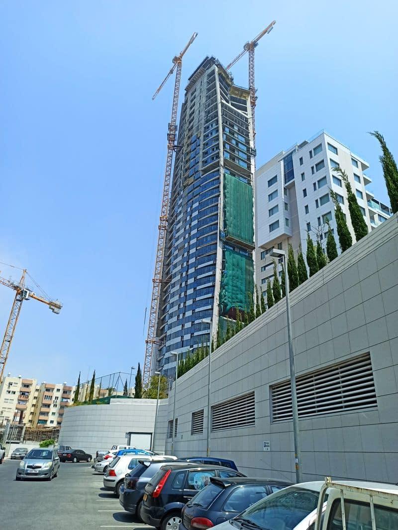 Строящийся небоскрёб в Лимассоле